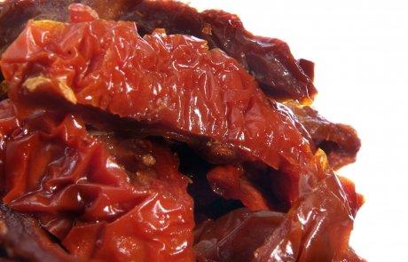 Getrocknete eingelegte Tomaten in Streifen Produktecke
